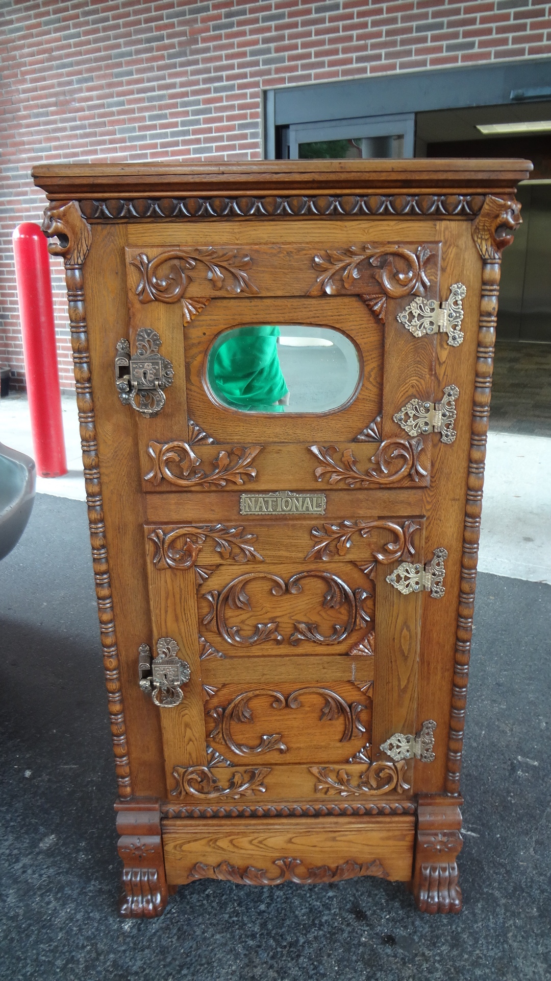 Antique Oak Lion Head Ice Box Gameroom Show