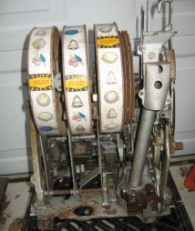 GOLDEN NUGGET Original 10-cent antique slot machine mechanism