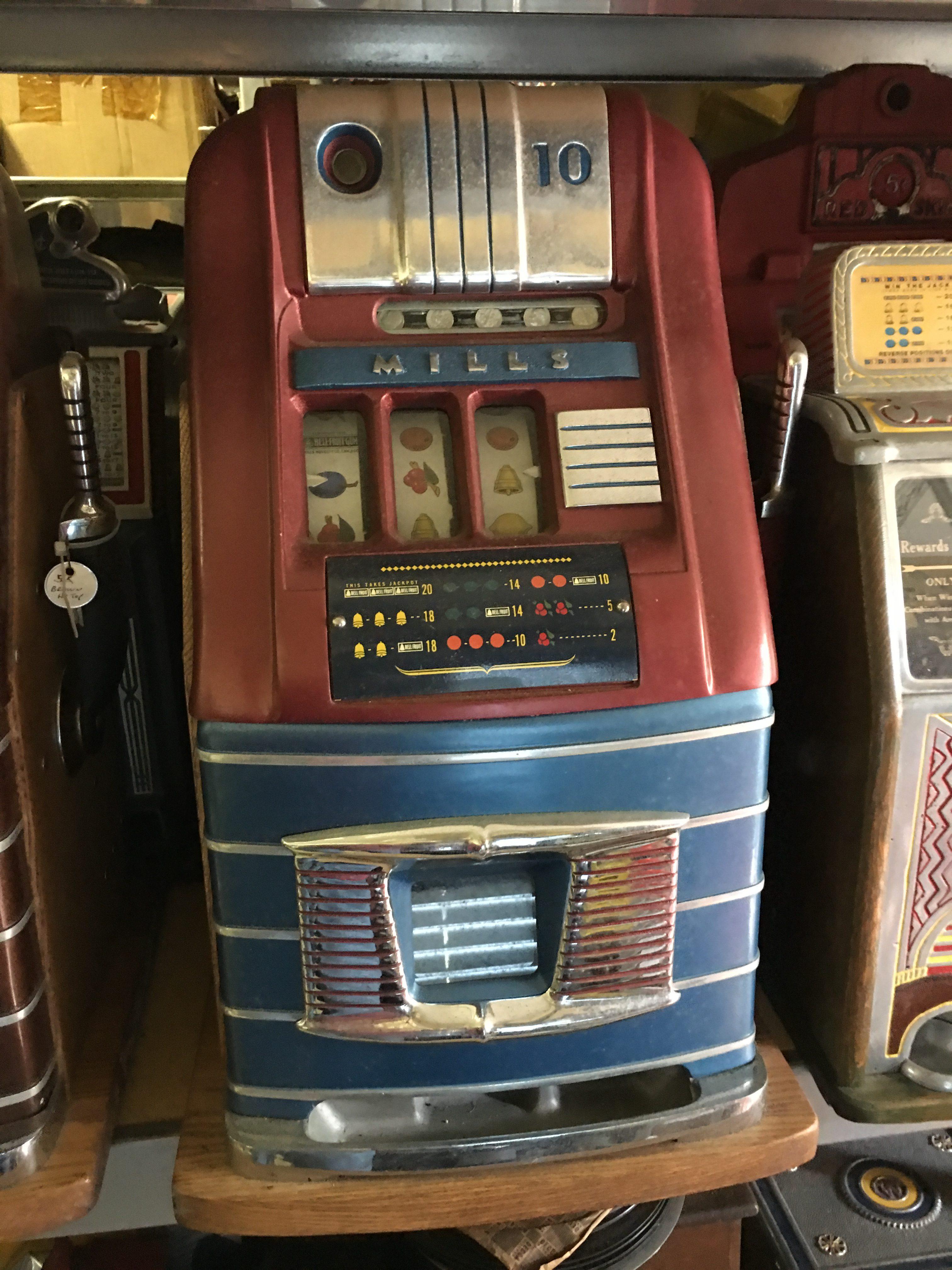 Mills Hightop 10c Slot Machine Gameroom Show