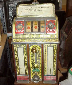 Caille Victory Pull Antique Slot Machine