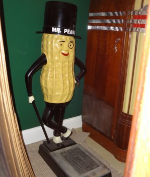 Planter's Mr. Peanut Coin-Op Scale