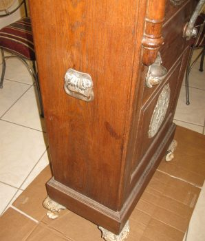 Caille Puritan Upright 5 cent Slot Machine