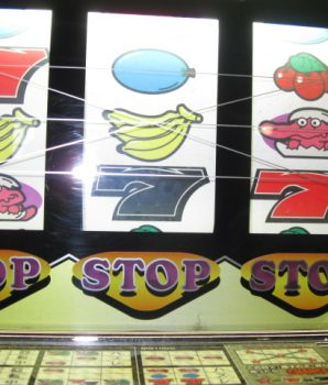 Baltec Alligator Pachislo Slot Machine with Tokens