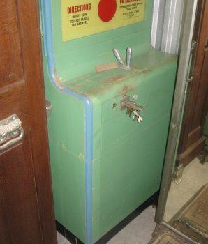 Exhibit Supply Kiss-O-Meter Arcade